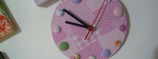 Inspiração – Relógio de botões forrados